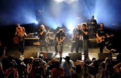 hurlements en coulisses,futuropolis,012013,810,musique,hurlements d'leo,concerts,moynot,one shot,recit,rock n roll